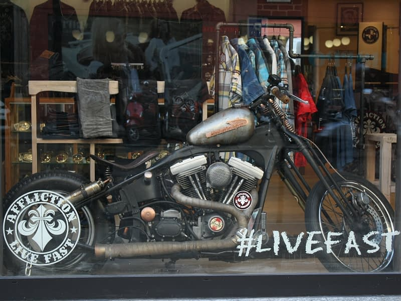 vitrine magasin moto